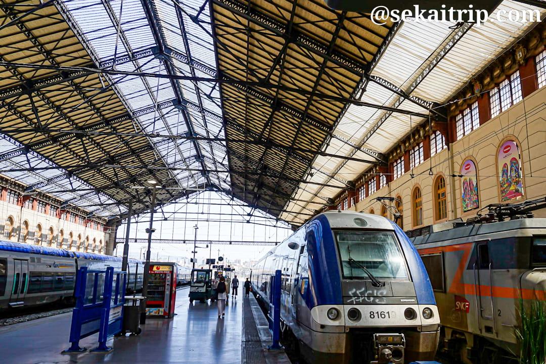 マルセイユのサン・シャルル駅(Gare de Marseille Saint Charles)の構内