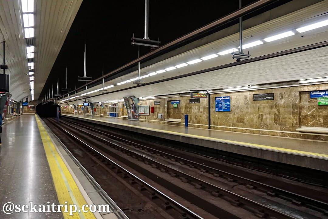 マドリードの地下鉄駅のホーム