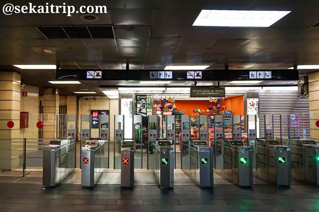 バルセロナ・カタルーニャ駅の改札