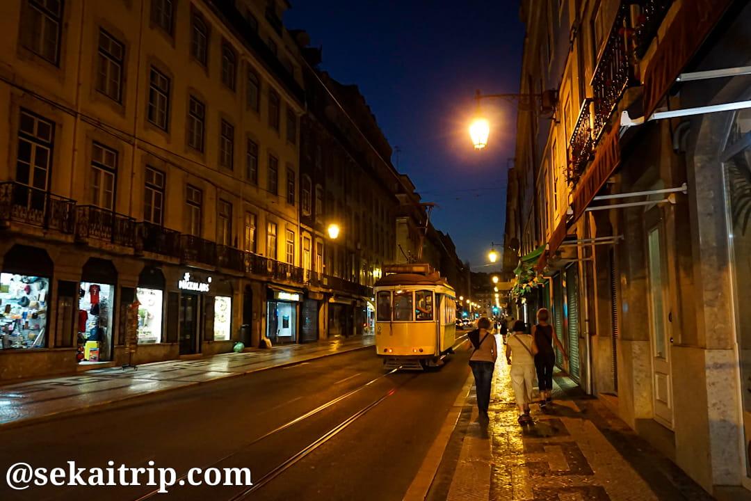 ケーブルカーがあるリスボンの街並み