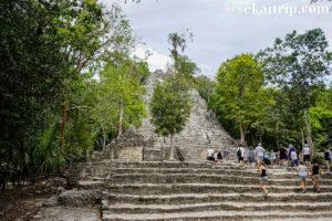 カンクン近郊のコバ遺跡のピラミッド