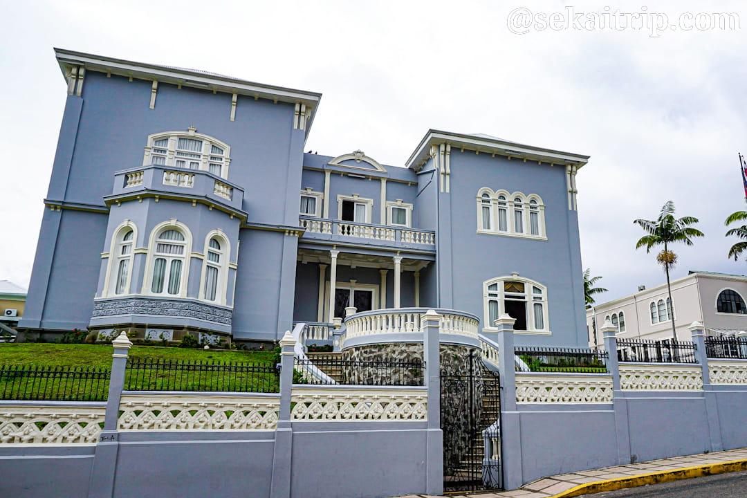 サンホセにあるコスタリカ立法議会【別館】(Castillo Azul)