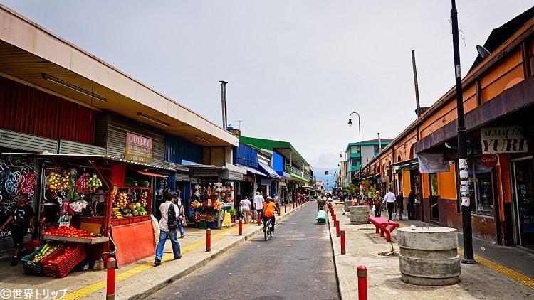 コスタリカ・サンホセのセントラル市場(右側)