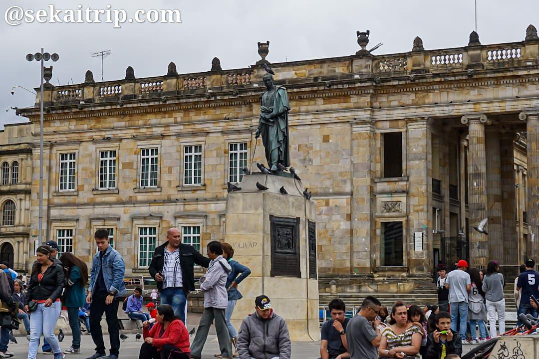 ボリーバル広場にあるシモン・ボリーバルの像