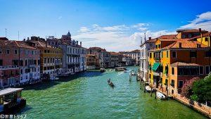 ベネチアのアカデミア橋(Ponte dell'Accademia)からの景色
