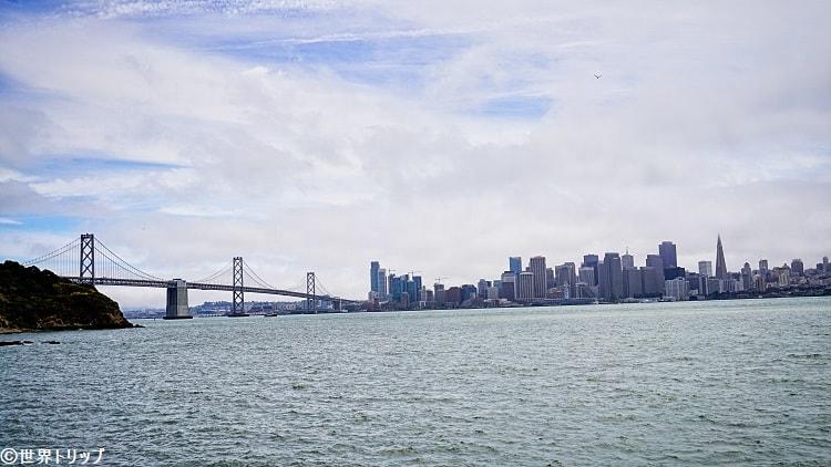 トレジャー・アイランドから見たベイ・ブリッジとサンフランシスコの高層ビル群