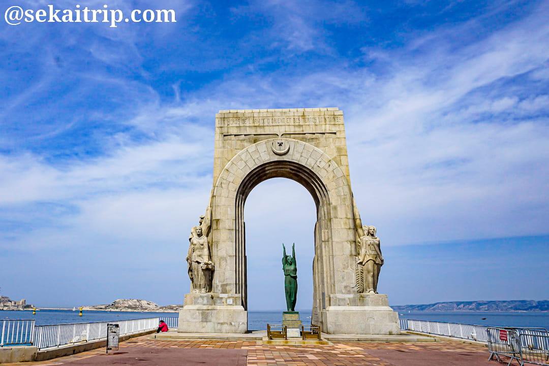 マルセイユの軍記念碑(la porte de L'orient - Monument aux Armées d'Afrique)