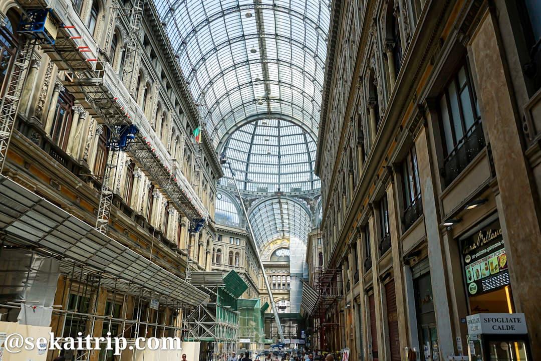 ナポリのウンベルト1世のガッレリア(Galleria Umberto I)
