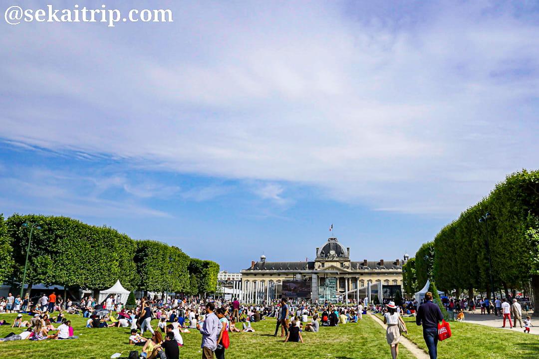 パリのシャン・ド・マルス公園(Champ de Mars)