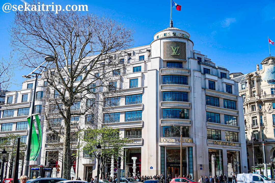 パリのシャンゼリゼ通りにあるルイ・ヴィトン(Louis Vuitton)本店