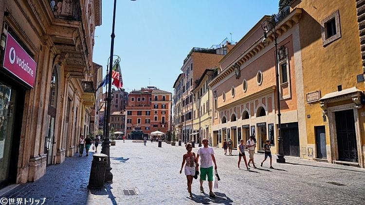 ローマのサン・ロレンツォ・イン・ルチーナ広場(Piazza di San Lorenzo in Lucina)