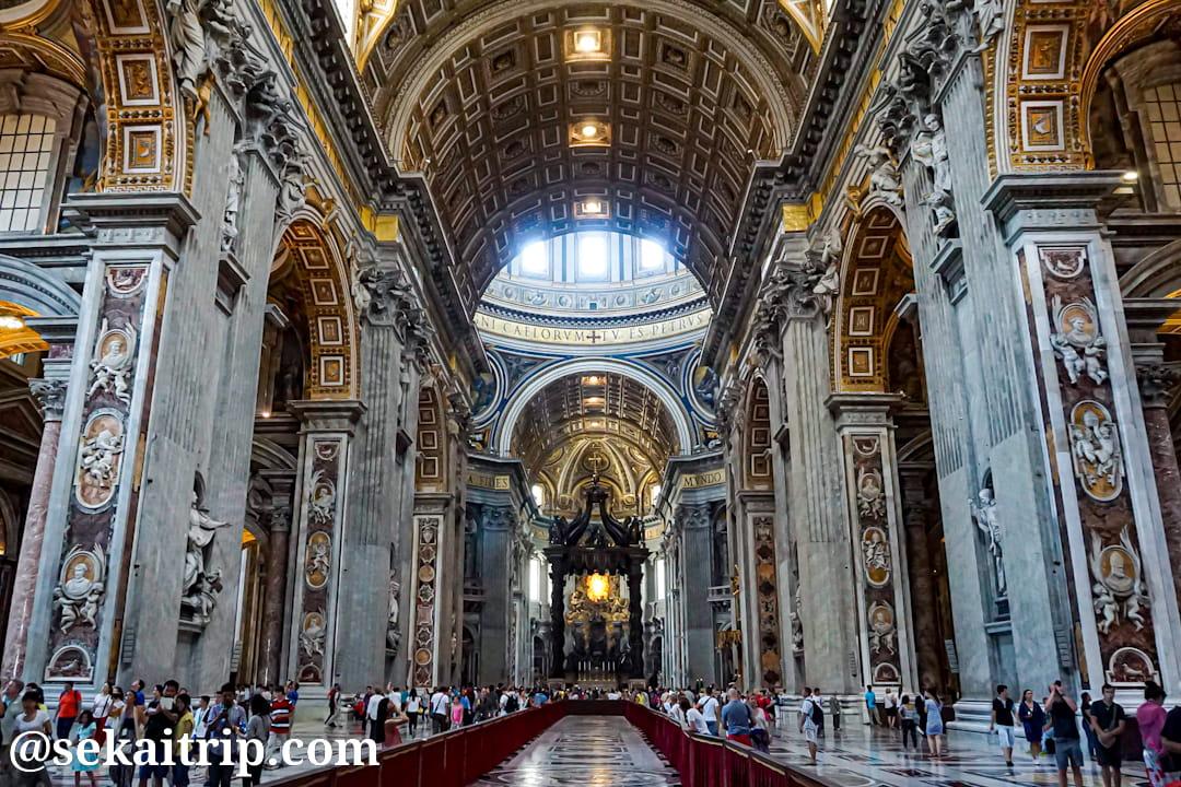 サン・ピエトロ大聖堂(Basilica di San Pietro)の内部