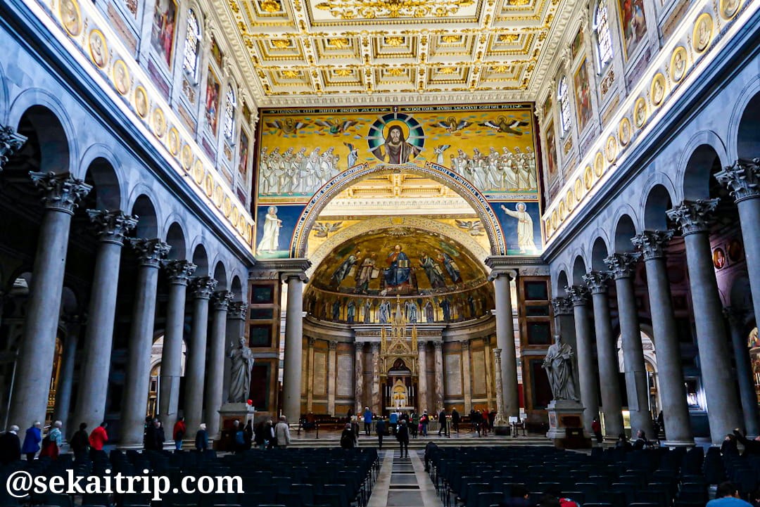 サン・パオロ・フオーリ・レ・ムーラ大聖堂の内部