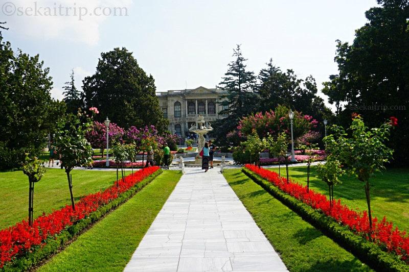 イスタンブールのドルマバフチェ宮殿の庭園
