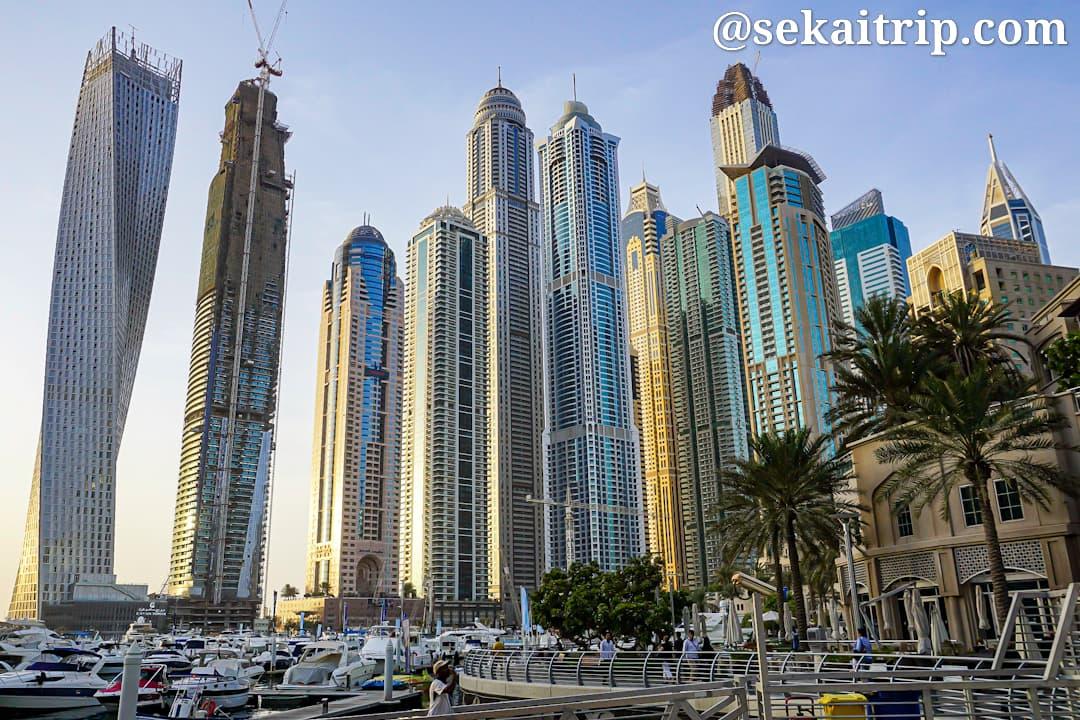 ドバイのドバイ・マリーナ・ウォーク(Dubai Marina Walk)から撮影した景色