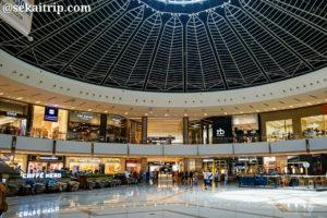 ドバイ・マリーナ・モール(Dubai Marina Mall)の入口すぐの広場