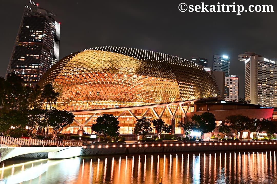シンガポールのエスプラネード・シアター・オン・ザ・ベイ(Esplanade Theatres on the Bay)