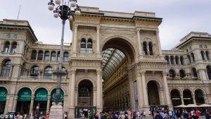 イタリア・ミラノのヴィットーリオ・エマヌエーレ2世のガッレリア(Galleria Vittorio Emanuele)の入口