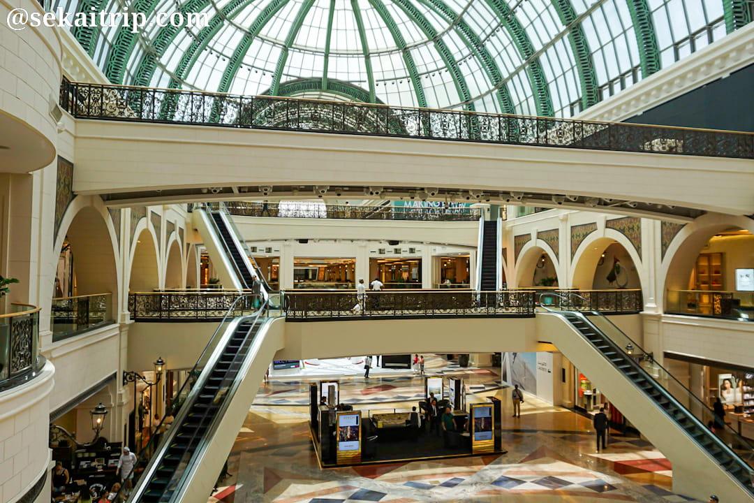 ドバイのモール・オブ・ジ・エミレーツ(Mall of the Emirates)の天井