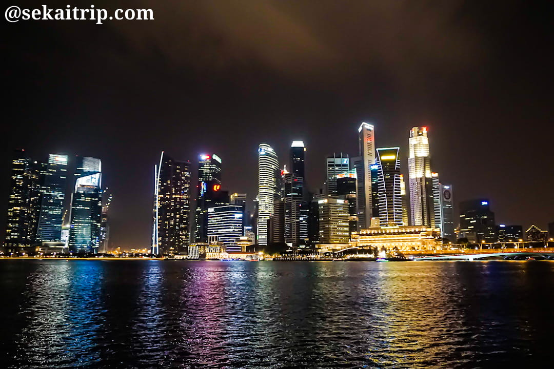 シンガポールのエスプラネード・シアター・オン・ザ・ベイ付近から見た夜景