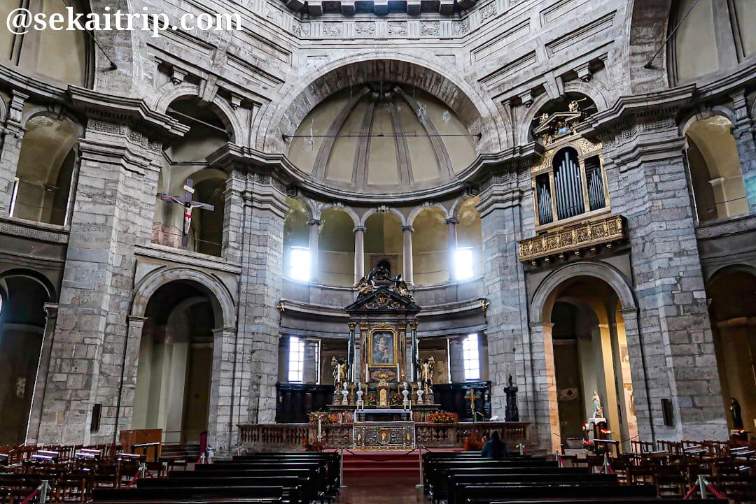 サン・ロレンツォ聖堂(Basilica San Lorenzo Maggiore)の内部
