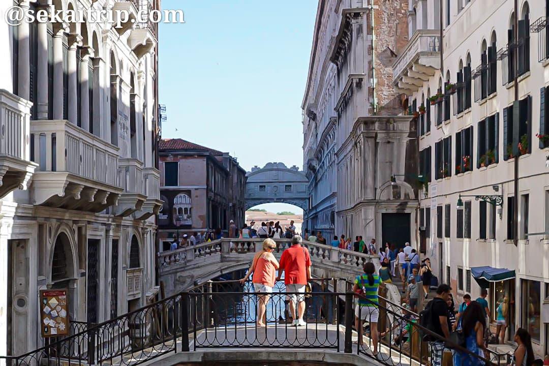 イタリア・ベネチアのため息の橋(Ponte dei Sospiri)