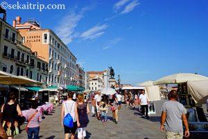 イタリア・ベネチアにあるスキアヴォーニ海岸通り(Riva degli Schiavoni)
