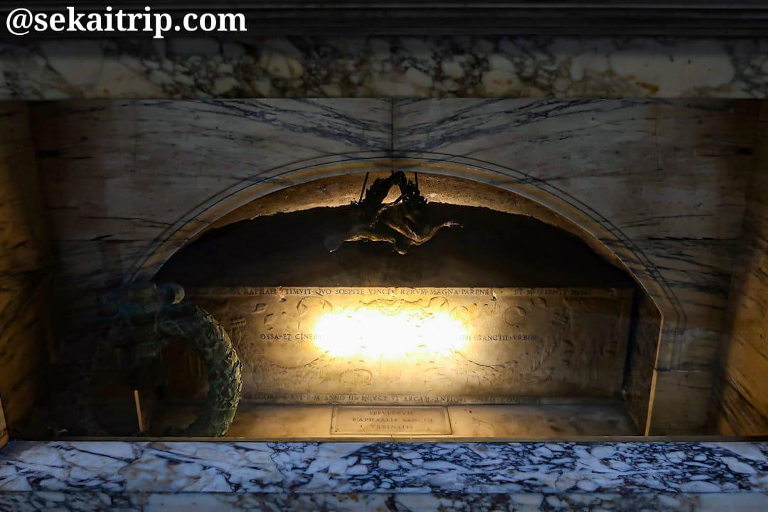 パンテオンにあるラファエロの棺