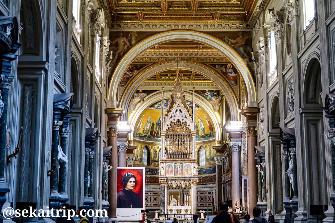 サン・ジョヴァンニ・イン・ラテラーノ大聖堂(Basilica di San Giovanni in Laterano)の内部