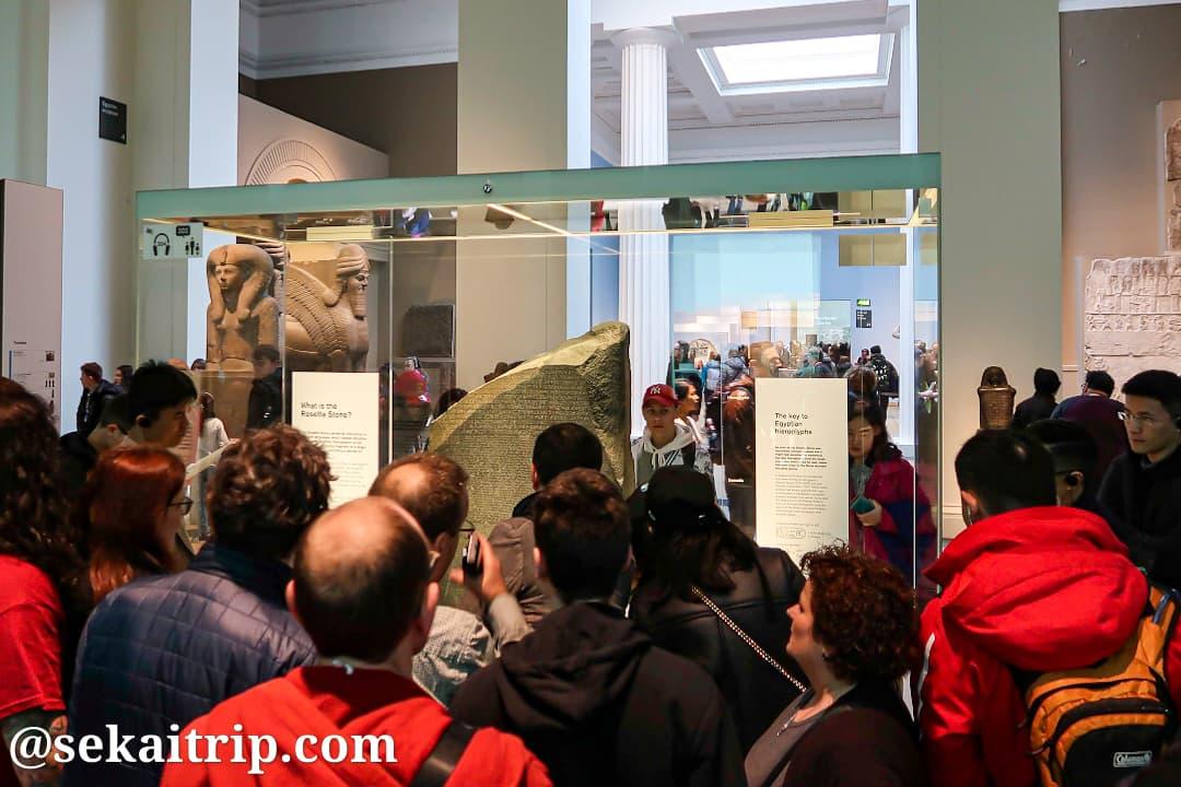 大英博物館で展示されているロゼッタストーン