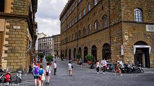 イタリア・フィレンツェにあるサルヴァトーレ・フェラガモ(Salvatore Ferragamo)本店