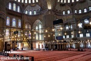 トルコ・イスタンブールのスルタンアフメト・モスク(Sultan Ahmet Camii)内部