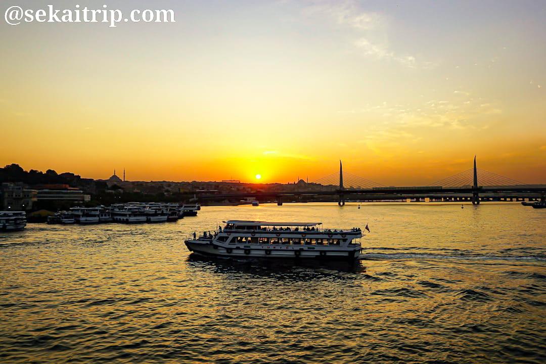 トルコ・イスタンブールのガラタ橋(Galata Koprusu)から撮影した夕日