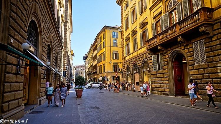 イタリア・フィレンツェのトルナブオーニ通り(Via de' Tornabuoni)