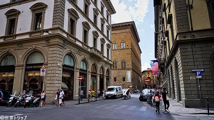 イタリア・フィレンツェのストロッツィ通り(Via degli Strozzi)