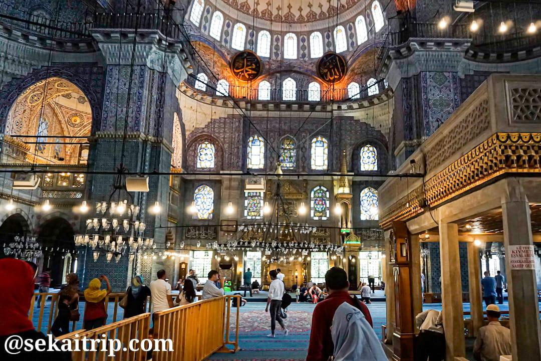 トルコ・イスタンブールのイェニ・モスク(Yeni Cami)内部