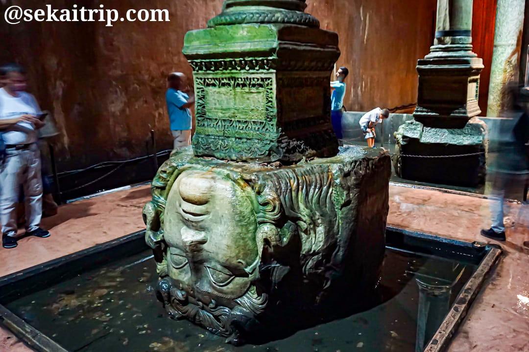 イスタンブル地下宮殿(Yerebatan Sarnıcı)のメデューサの頭部像