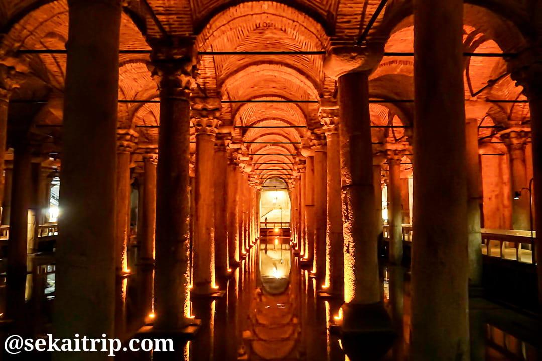 トルコ・イスタンブールのイスタンブル地下宮殿(Yerebatan Sarnıcı)内部