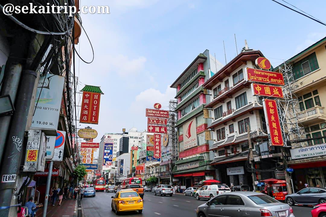 バンコクの中華街のヤワラー通り