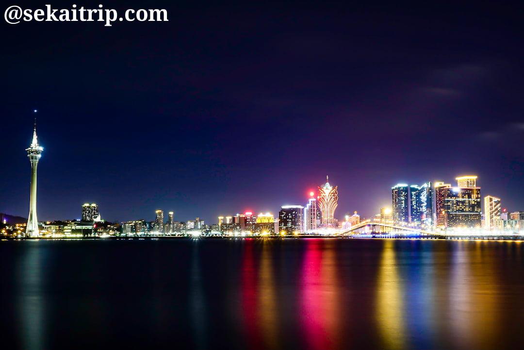 海洋花園大馬路(Avenida dos Jardins do Oceano)から見た夜景