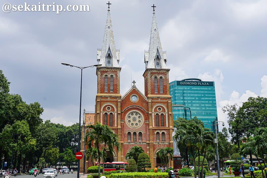 ホーチミンのサイゴン大教会(聖母マリア教会)の正面