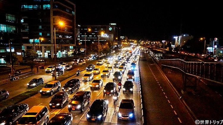 トランスミレニオ「Calle100」駅(夜の大渋滞)