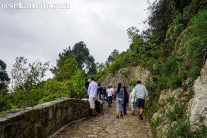 モンセラーテの丘の登山道(滑りやすい箇所あり)
