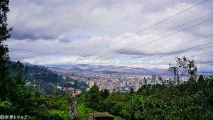 モンセラーテの丘の登山道から見た景色