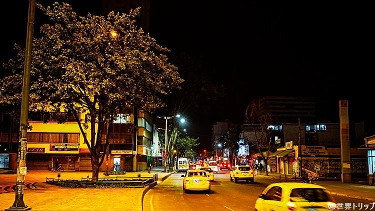 旧市街夜の道路2
