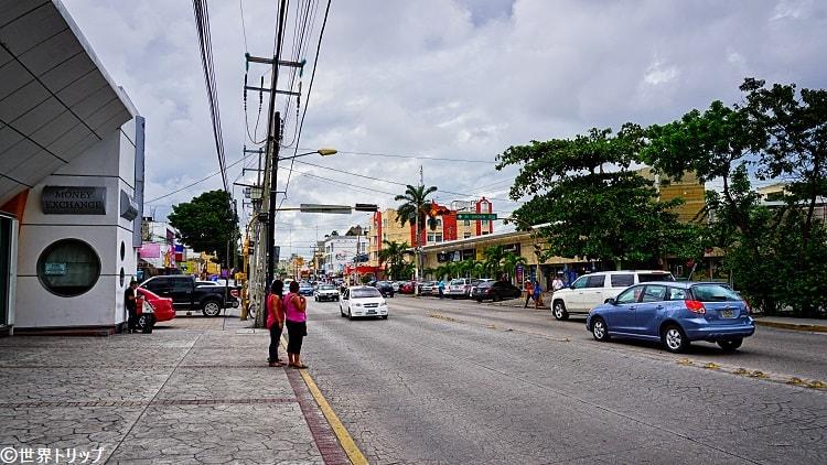 ダウンタウンのウシュマル通り(Avenida Uxmal)