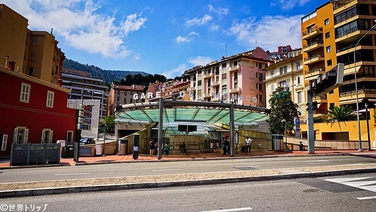 モンテカルロ駅(坂の上側)