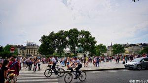 ノートルダム大聖堂前の広場