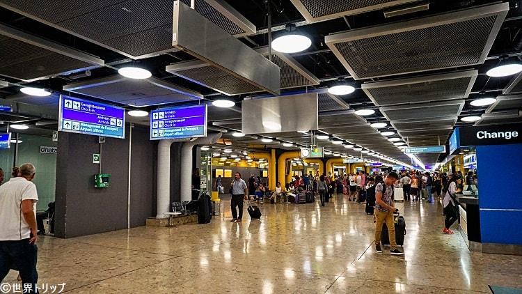ジュネーヴ国際空港内
