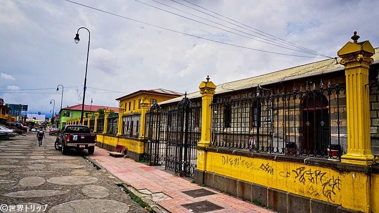 中等教育の学校「リセウ・デ・コスタリカ(Liceo de Costa Rica)」
